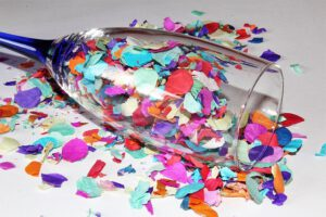 kolorowe konfetti sylwestrowe